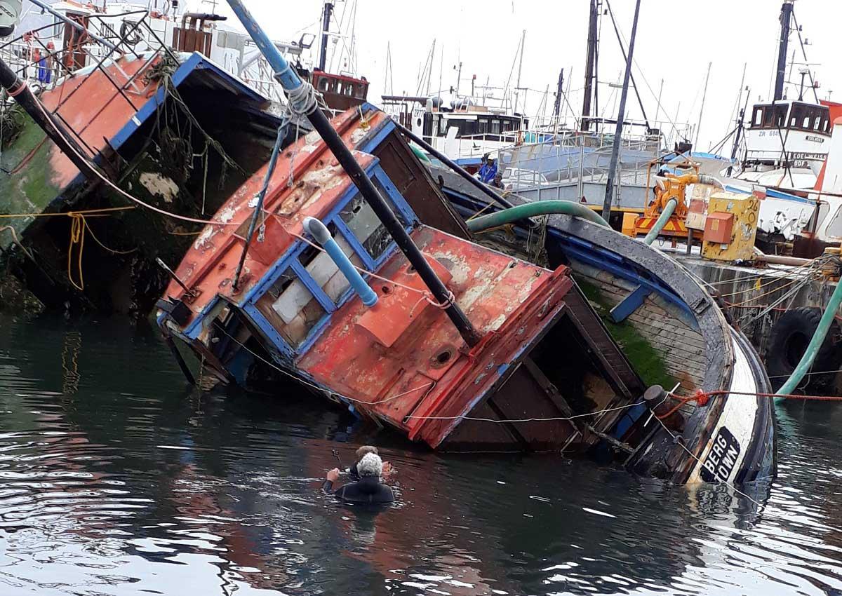 Sinking-boat-
